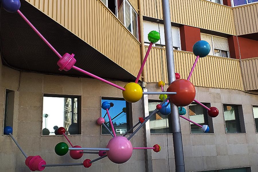 Instalación El Universo del Arte de Raía
