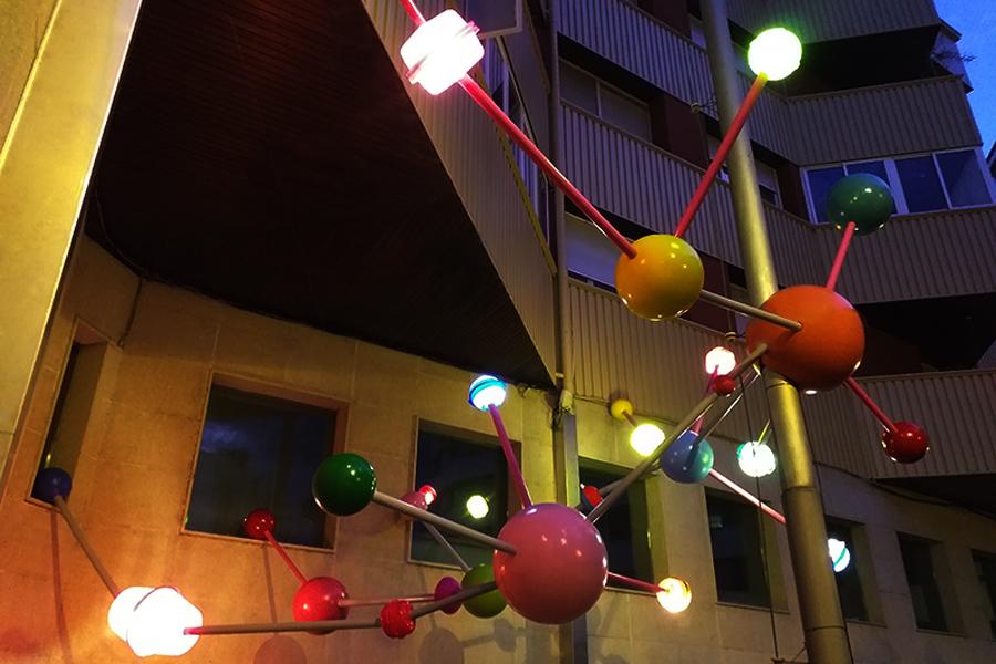 Instalación El Universo del Artede Raía para el Festival enBarcArte 2019